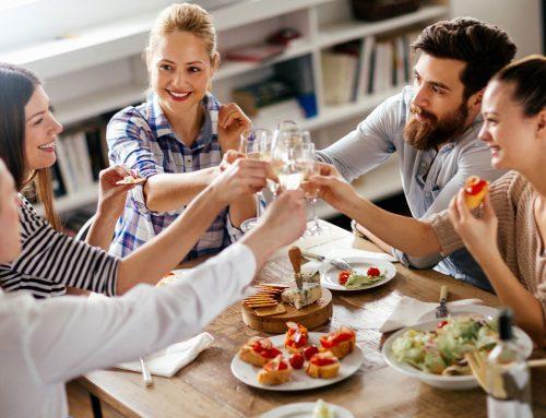 Tudo o que você precisa saber para organizar um jantar para amigos