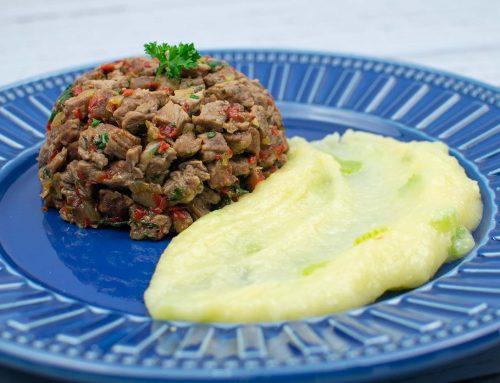 Picadinho de carne com purê de aipim com salsão