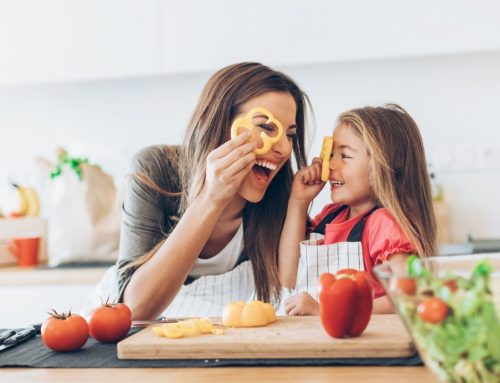 Como o seu filho pode te ajudar na cozinha