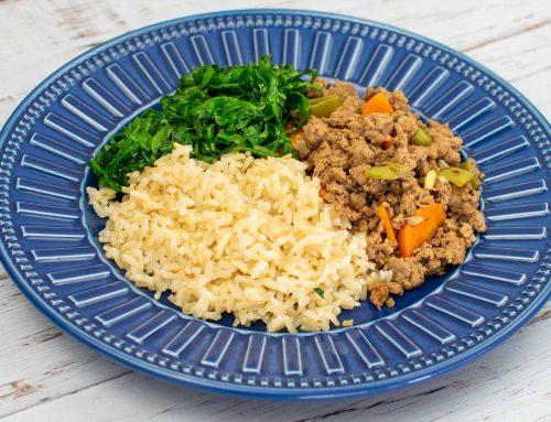 Arroz integral e carne moída com vagem e cenoura