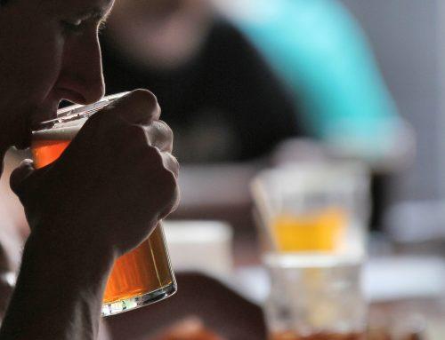 Beber durante a refeição faz mal? Acabe com as suas dúvidas